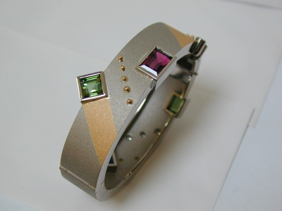 Modern 18ct white and yellow hinged bangle