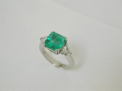 Fine emerald and diamond ring