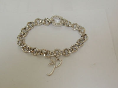 White gold bracelet with diamond set clasp