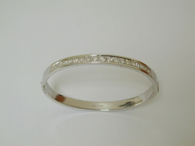 18ct white gold hinged bangle with diamonds